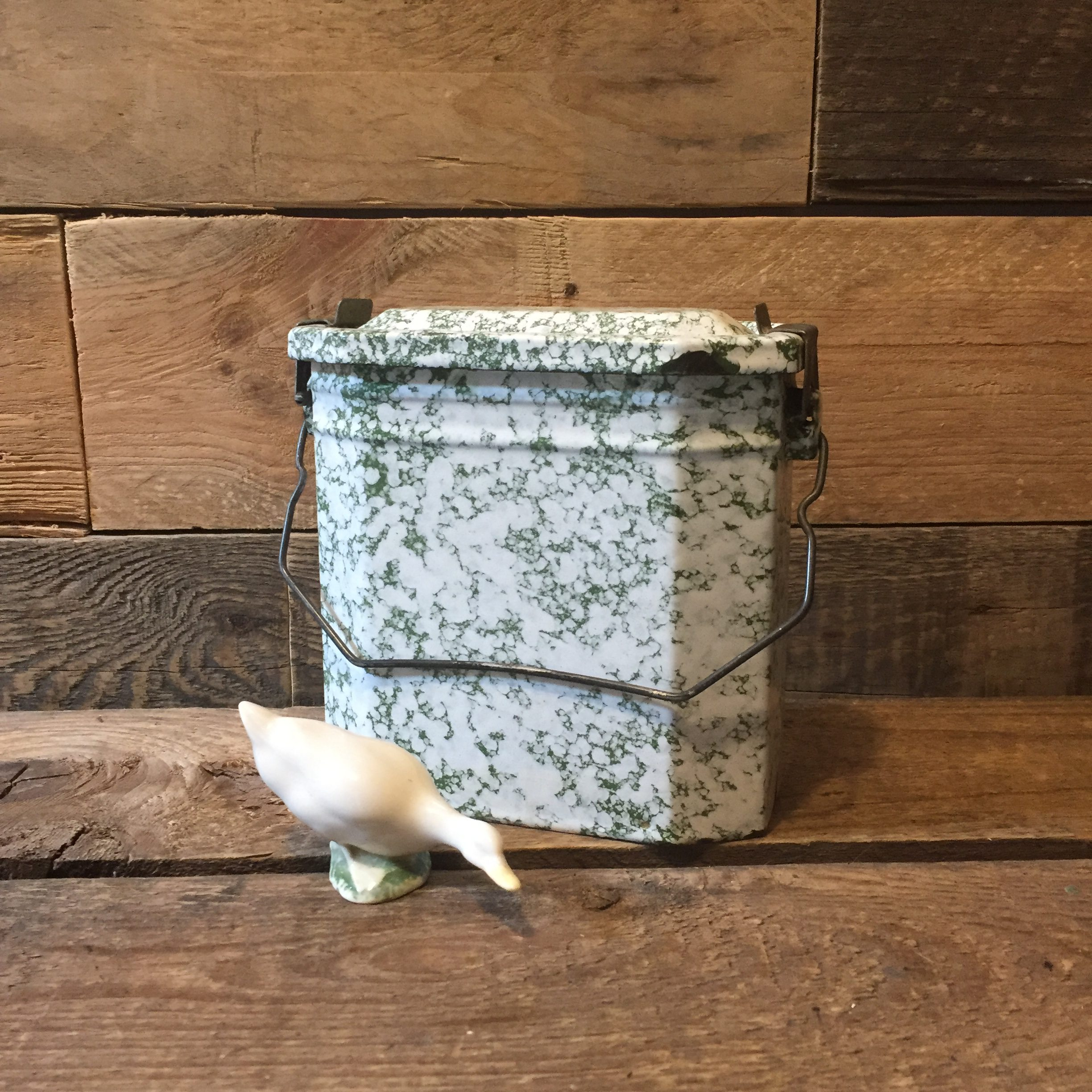 www.queensbrocanteboutique.nl lunchbox emaille groen wit brocantewebshop webshop vintage