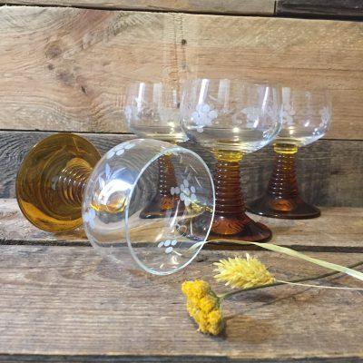 vintage wijnglazen oker www.queensbrocanteboutique.nl brocantebrabant brocantewebshop